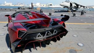 Lamborghini_veneno_roadster_portaaviones_cavour_abu_dhabi_mina_zayed_trasera