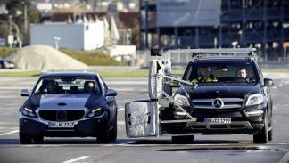 Michael Schumacher prueba el nuevo Mercedes Clase C 2014 interior grabación