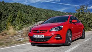 Opel Astra BiTurbo delantera