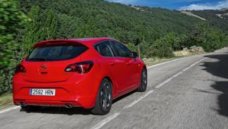 Opel Astra BiTurbo trasera
