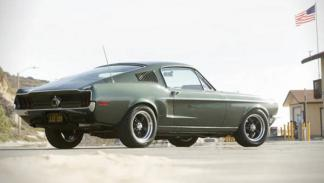 Ford Mustang Fastback Bullit trasera