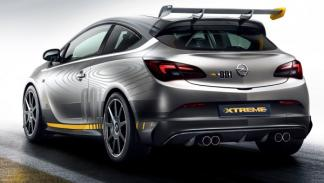 Trasera del Opel Astra OPC EXTREME