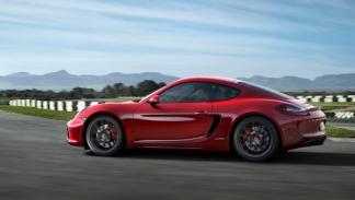 Porsche Cayman GTS lateral