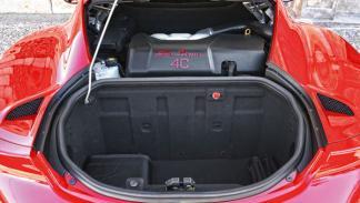 Alfa Romeo 4C motor maletero