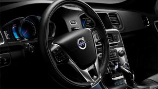 Volvo V60 Plug-in Hybrid R-Design interior