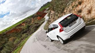 Volvo V60 Plug-in Hybrid trasera