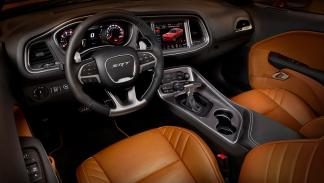 Interior del Dodge Challenger SRT 2015