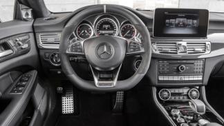 El puesto de mando del nuevo Mercedes CLS 63 AMG parece el de un avión