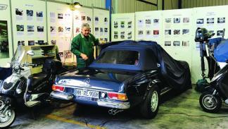 Doctos clásicos revisando coche