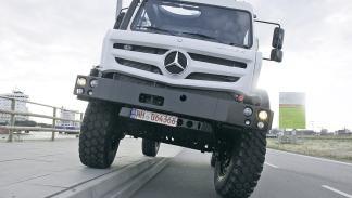 Mercedes Unimog U5023 delantera