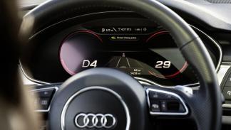 Conducción pilotada atascos Audi volante
