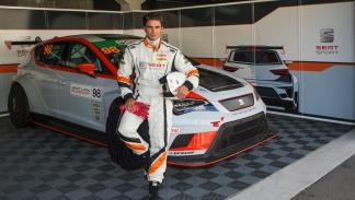 Maxi Iglesias con un Seat León Cup Racer