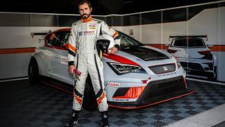 Santi Millán con un Seat León Cup Racer