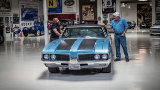 Jay Leno programa coches televisión pose