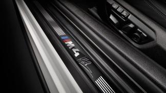 BMW M4 DTM Champion Edition - umbral de la puerta