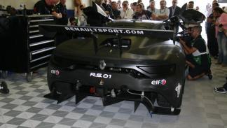 Trasera del Renault RS 01 en el Circuito de Jerez