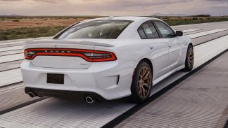 cinco berlinas produccion mas potentes Dodge Charger SRT Hellcat trasera