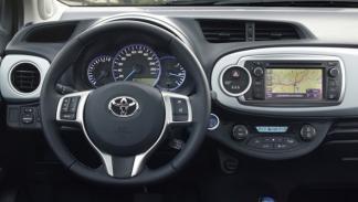 Toyota Yaris HSD interior
