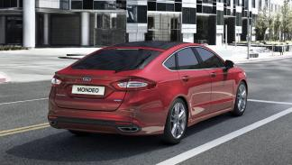 Ford Mondeo 2015 trasera