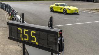 Cinco coches eléctricos extremos Mercedes SLS Electric Drive tiempo