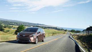Toyota Prius v 2015  delantera