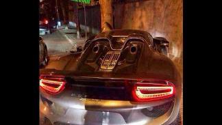 Accidente Porsche 918 Spyder árbol detalle zaga
