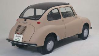 coches menos potentes historia Subaru 360 trasera