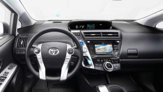 Toyota Pruis+ 2015 interior