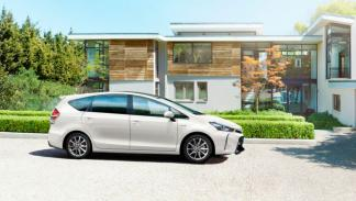 Toyota Pruis+ 2015 perfil