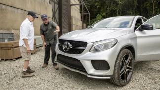 Técnicos del rodaje y de Mercedes con el GLE Coupé