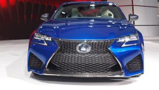nuevo Lexus GS F 'stand' de Lexus del Salón de Detroit frontal