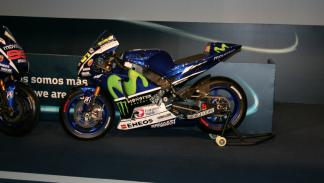 Yamaha-YZR-M1-2015-lateral