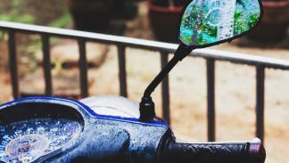 Conducción-lluvia-moto-retrovisores-cuadro
