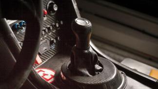 Un Aston Martin DBRS9 cambio