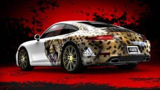 Adidas personaliza un Porsche 911 3