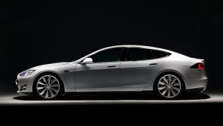 Tesla Model S lateral