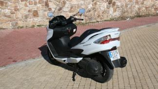Suzuki-Burgman-400-lateral-trasero