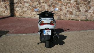 Suzuki-Burgman-400-trasera