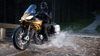 Aprilia Caponord 1200 Rally agua