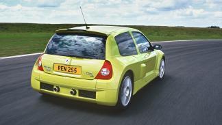 coches-mejor-relacion-diversion-precio- Renault-clio-v6-zaga