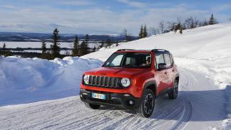 Jeep Renegade en hielo y nieve ruta