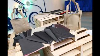 Bolsos reciclados con telas de asientos de Ford