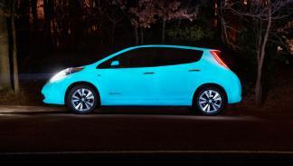 Nissan Leaf brillante perfil