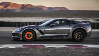 Chevrolet-Corvette-Z06-2015-lateral