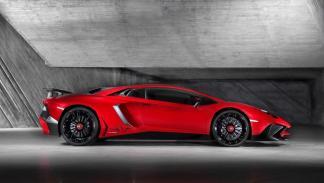 Lamborghini_Aventador_LP_750-4SV_SV_lateral