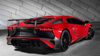 Lamborghini_Aventador_LP_750-4SV_SV_trasera