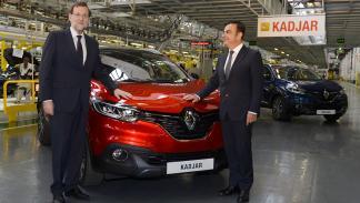 Carlos Ghosn y Mariano Rajoy con el Renault Kadjar