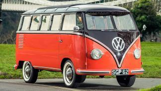 Subasta millonaria en Silverstone - 1955-Volkswagen-Type-2-Samba-Microbus