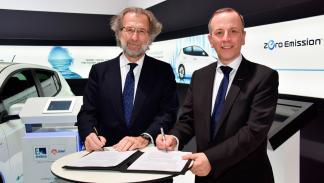 Acuerdo entre Nissan y Endesa - firma de acuerdo