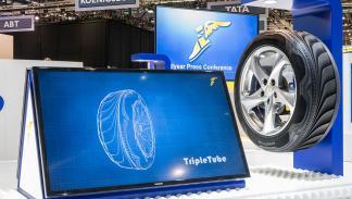 Stand de Goodyear en el Salón del Automóvil de Ginebra 2015